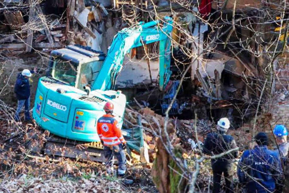 Haus eingestürzt: Zeugen berichten von Mann, Polizei hat schrecklichen Verdacht