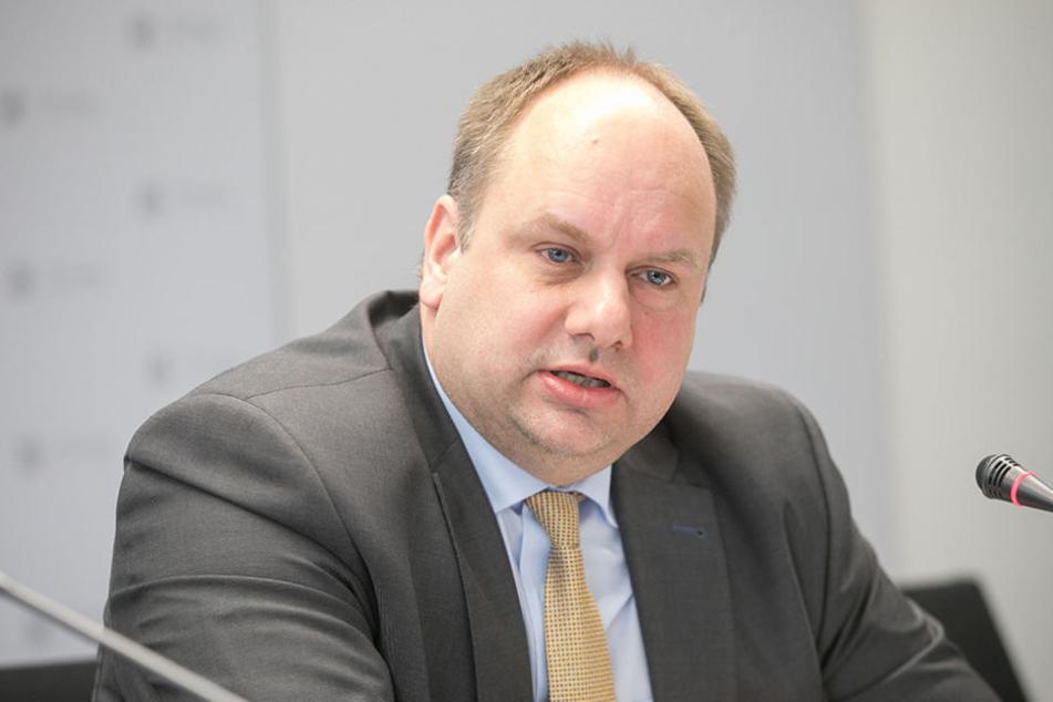 In seinem Büro sollte eigentlich ein Fair-Trade-Flair herrschen: OB Dirk Hilbert (45, FDP).