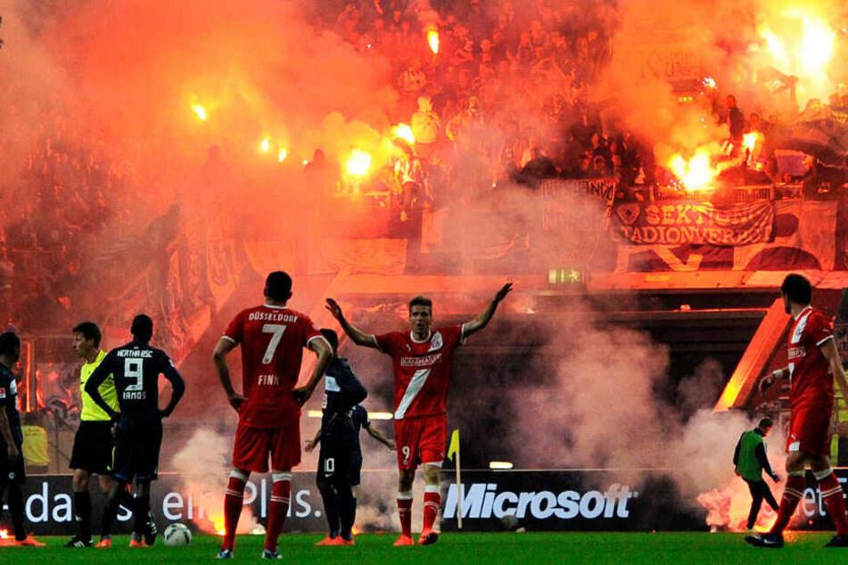 Das Relagtionsspiel gegen Düsseldorf stand mehrfach vor dem Abbruch.