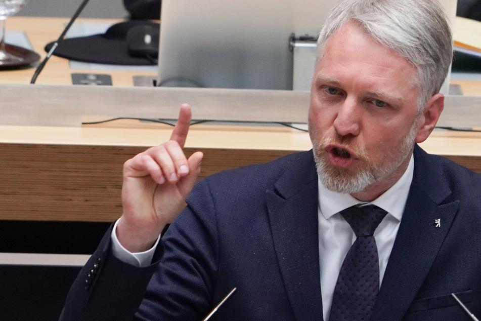 Sebastian Scheel (45, Die Linke), Senator für Stadtentwicklung und Wohnen, will ganz Berlin per Rechtsverordnung als Gebiet mit angespanntem Wohnungsmarkt ausweisen lassen.