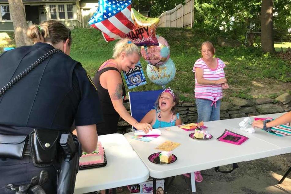 Die Polizei überraschte die achtjährige Larriah.