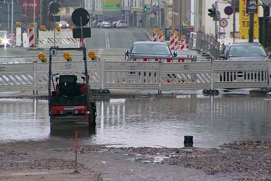 Schon wieder ist in Zwickau eine Wasserleitung geplatzt, diesmal in der Bürgerschachtstraße.