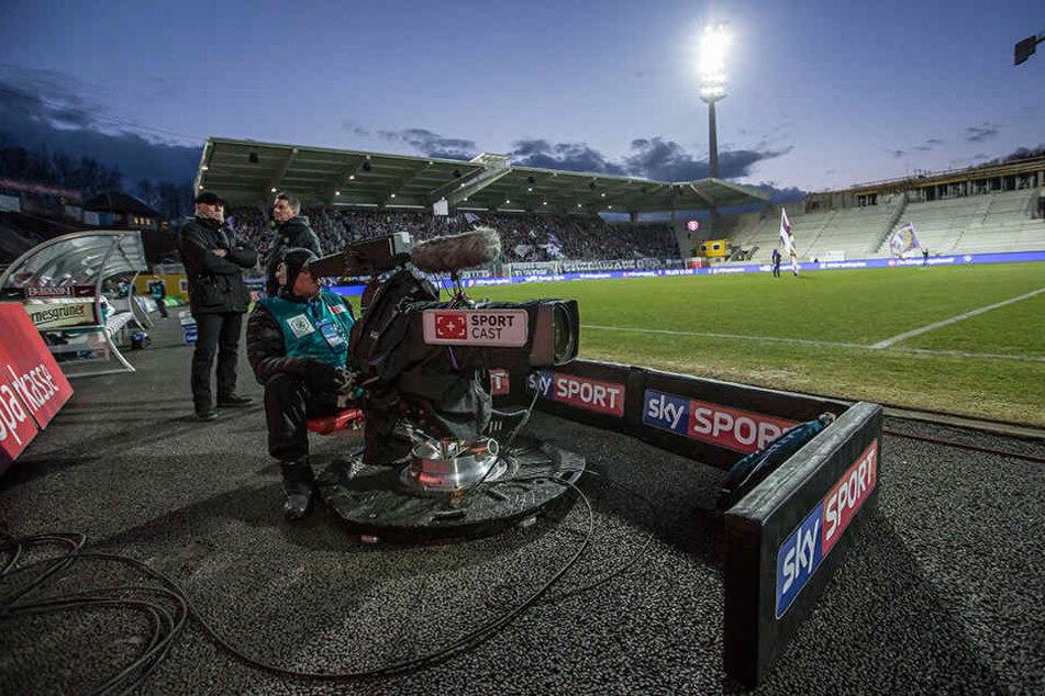 Auch in der kommenden Saison ist der Pay-TV-Sender Sky wieder bei jedem Heimspiel des FC Erzgebirge im Stadion und überträgt live.