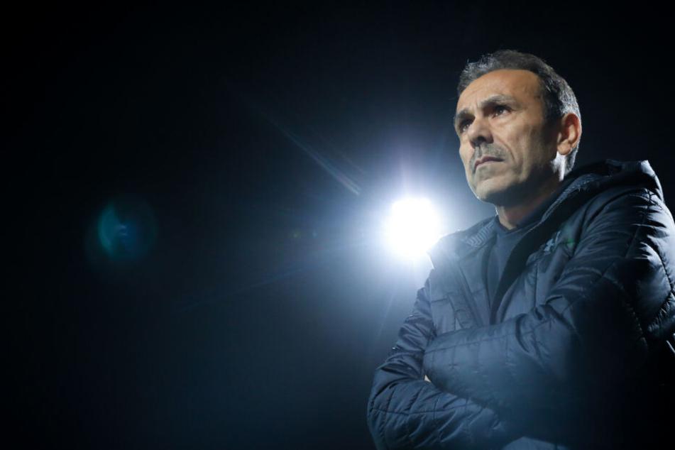 St. Paulis Trainer Jos Luhukay steht unter genauer Beobachtung.