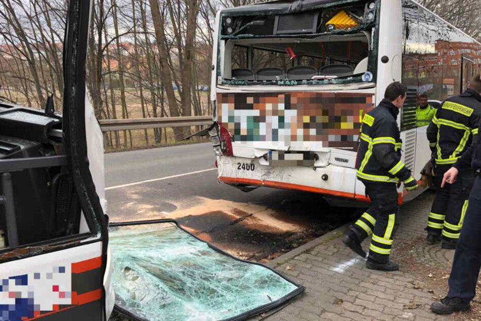 Die Busse fuhren ineinander, eine Busfahrerin wurde schwer verletzt.