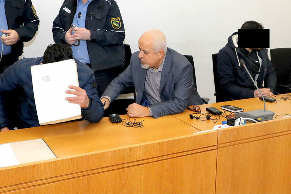 Najeeb Hussein K. (27, l.) wurde wegen lebensgefährlicher Körperverletzung zu Haft verurteilt. Kumpel Mohammad Ali J. (27) kam mit einer Geldstrafe davon.