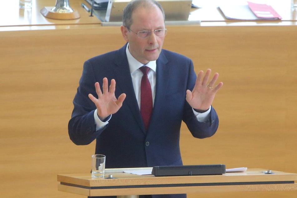 Markus Ulbig (52, CDU) hat ein neues Abwehrzentrum für Sachsen vorgestellt.