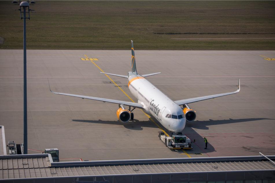Am Donnerstagmittag hob die erste Passagiermaschine seit Mitte November vom Flughafen Leipzig/Halle ab.