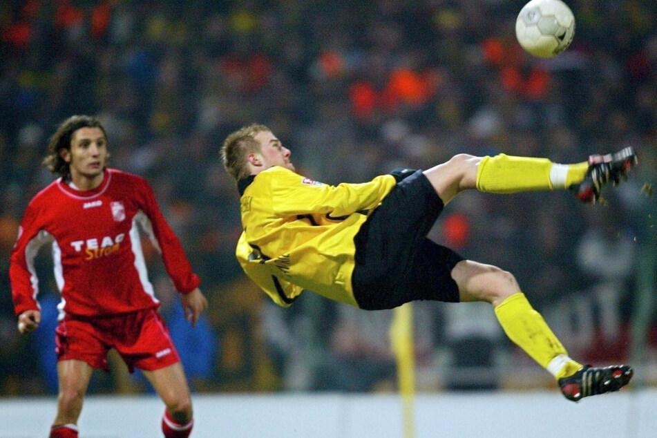 Mit diesem Fallrückzieher gelang Klemen Lavric im Dezember 2004 in Erfurt das Tor des Monats.