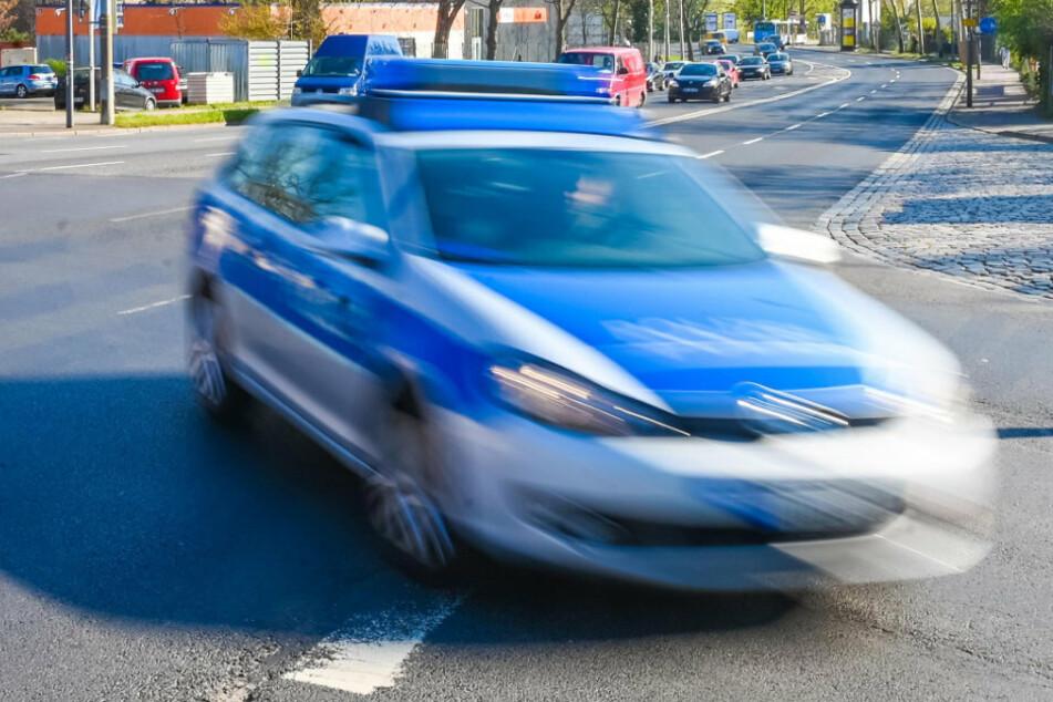 Dresdner Polizisten schnappten sich am Sonntagabend einen 34-Jährigen. Dieser war mit einem gestohlenen Wagen unterwegs. (Symbolbild)