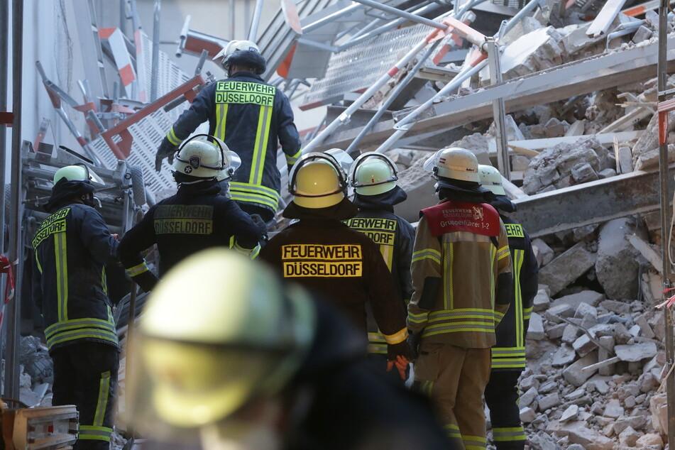 Hauseinsturz in Düsseldorf: Beide Bauarbeiter sind tot, Feuerwehr birgt Leichen