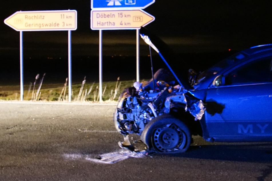 Unfall auf Bundesstraße: VW Caddy wird in Feld geschleudert