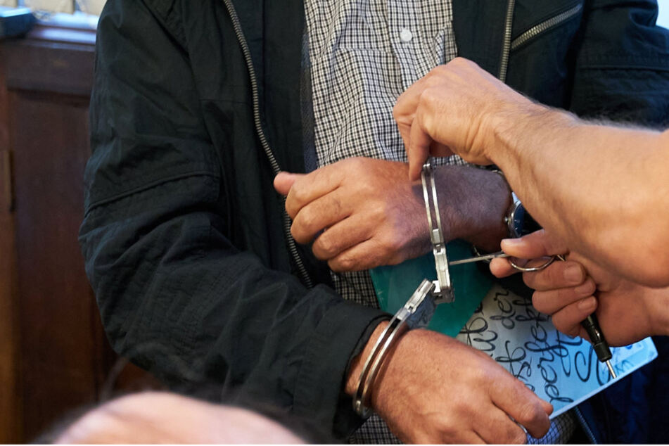 Richter bedankt sich bei Angeklagtem, verurteilt ihn aber trotzdem zu Gefängnis