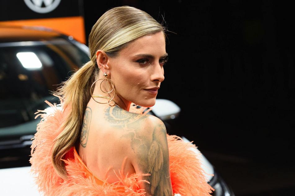 """Sophia Thomalla bei der GQ-Gala und Preisverleihung """"Men of the Year"""" 2019. Bei Instagram hat das Model einen Schnappschuss im Britney-Spears-Look veröffentlicht."""