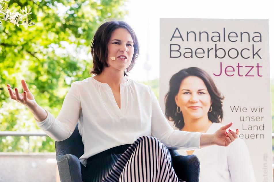 """Kanzlerkandidatin Annalena Baerbock (40, Grüne) bei der Vorstellung ihres Buches """"Jetzt. Wie wir unser Land erneuern""""."""