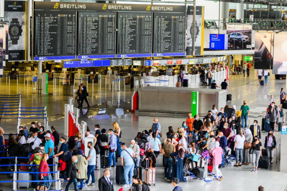 Vom 20. bis 26. Juli zählte der Flughafenbetreiber Fraport an Deutschlands größtem Airport 321.746 Fluggäste und damit 79,7 Prozent weniger als in der entsprechenden Kalenderwoche ein Jahr zuvor (Archivbild).