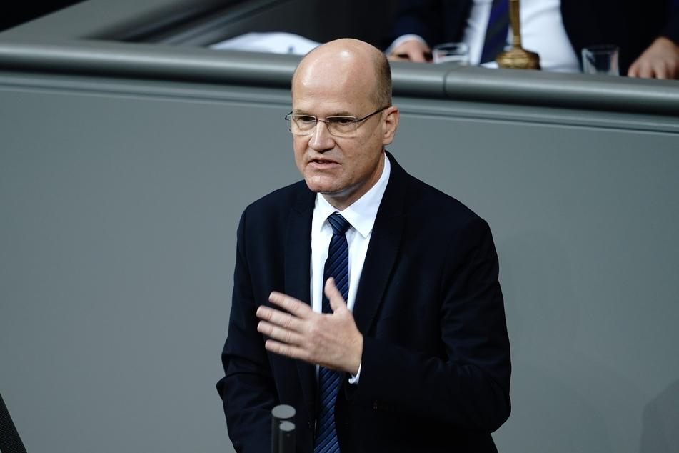 Unionsfraktionschef Ralph Brinkhaus hat seine Forderung verteidigt, dass die Bundesländer künftig bei Corona-Hilfen mehr zahlen sollten.