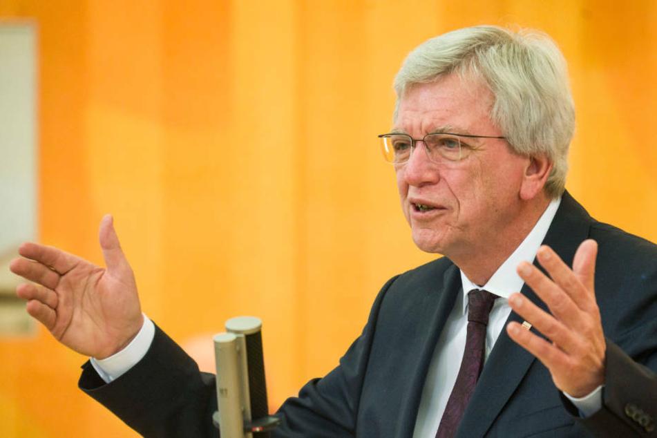 Hessens Ministerpräsident Volker Bouffier warnt vor schnellen Lockerungen in der Corona-Pandemie.