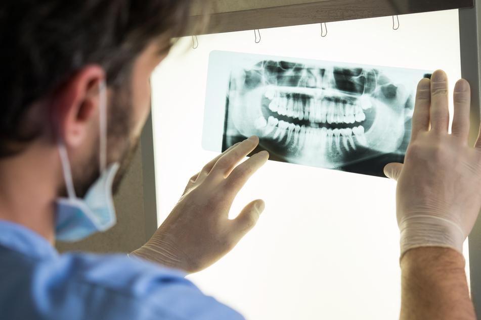 In Sachsen gehen viel zu wenige Kinder zum Zahnarzt, wie eine Studie zeigt. (Symbolbild)