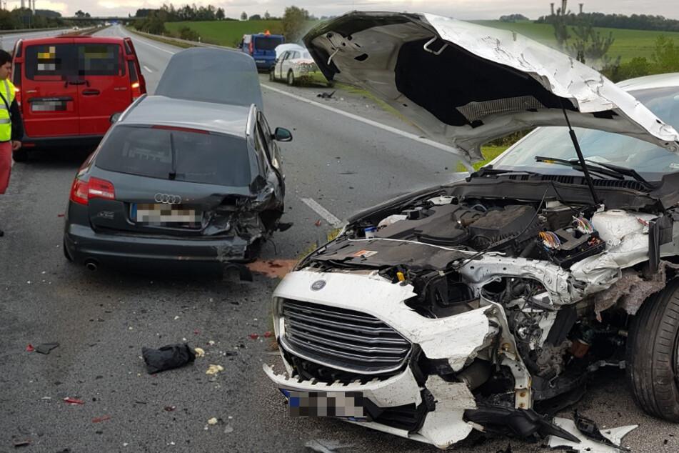 Sattelzug verliert Rad auf A4: Drei Fahrzeuge können nicht ausweichen, neun Verletzte!