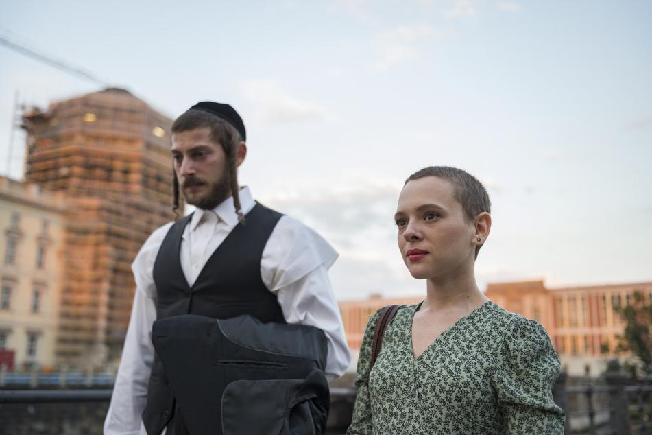 """In der Netflix-Serie """"Unorthodox"""" geht um eine orthodoxe Jüdin, die nach Berlin flieht."""