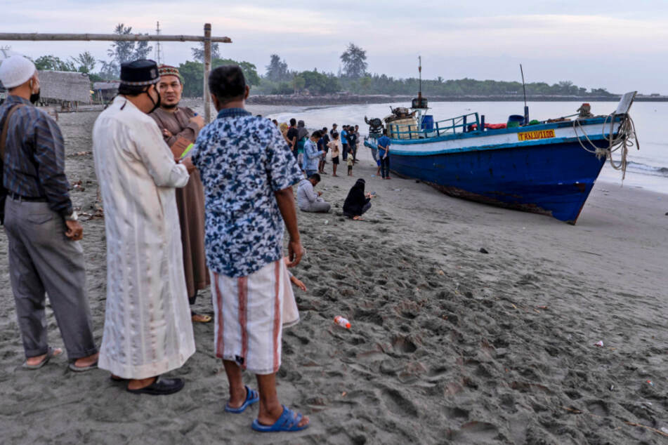 Almost 300 Rohingya were found on a beach in the Indonesian province of Aceh and evacuated by the military, police and Red Cross volunteers, the authorities reported.