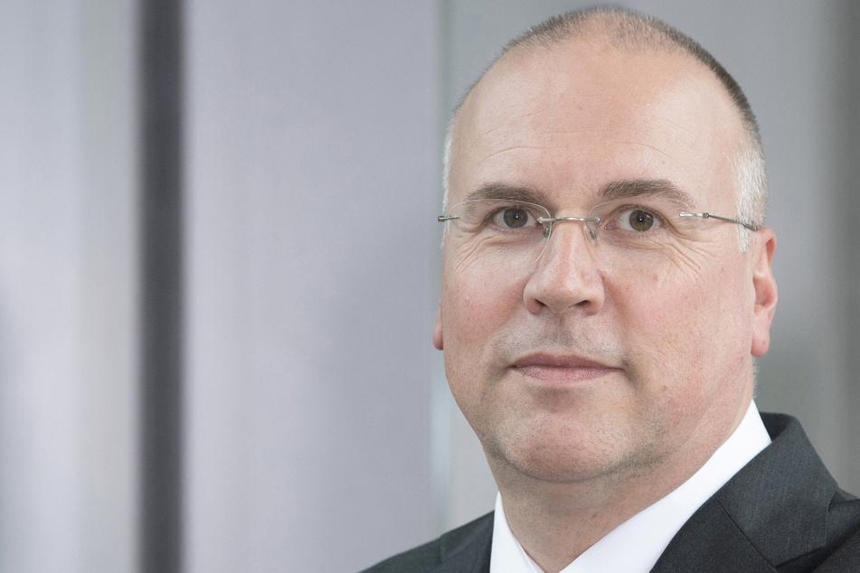 Johannes Bauernfeind, der Vorstandsvorsitzende der AOK Baden-Württemberg, aufgenommen in der Zentrale der AOK Baden-Württemberg.
