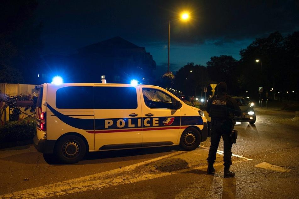 Die Polizei schoss auf den Angreifer.