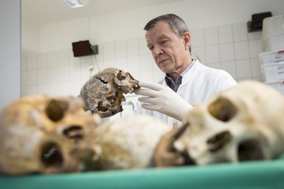 Legende der Rechtsmedizin: Klaus Püschel hat seinen letzten Arbeitstag