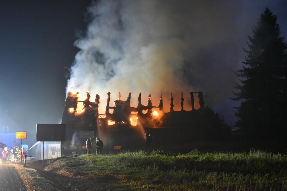 Der Dachstuhl des ehemaligen Lokals in Mittelsaida brannte komplett ab.