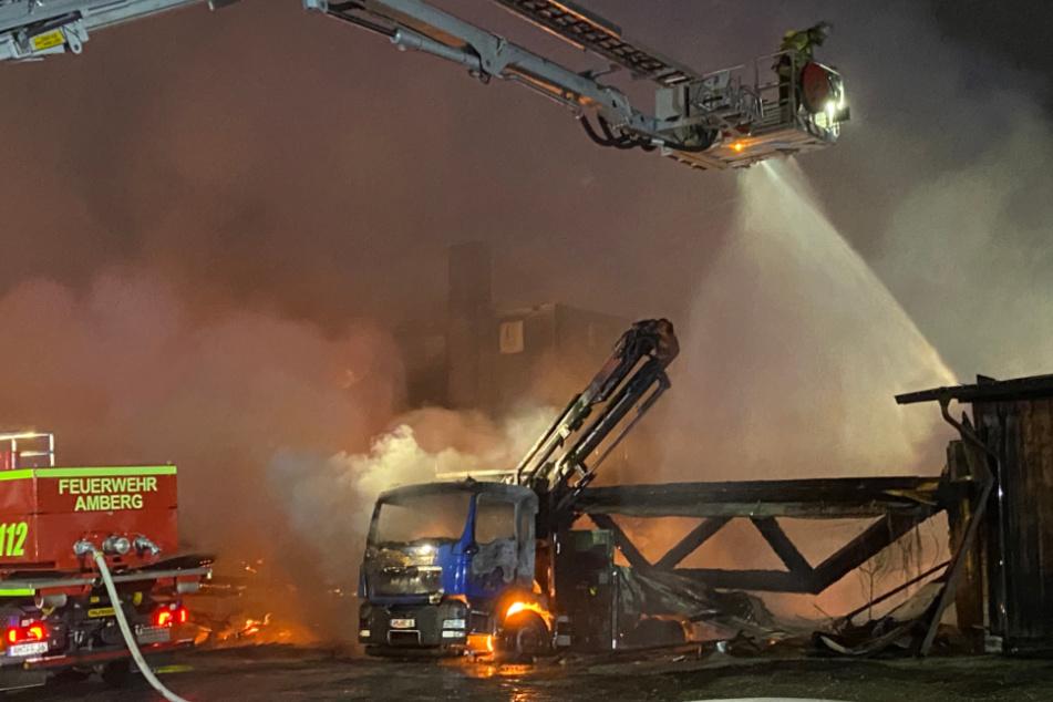 Großeinsatz der Feuerwehr: Schwerer Brand richtet Millionenschaden an