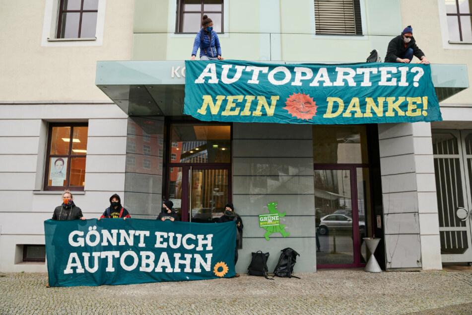 Dannenröder Forst: Umweltaktivisten steigen Berliner Grünen aufs Dach