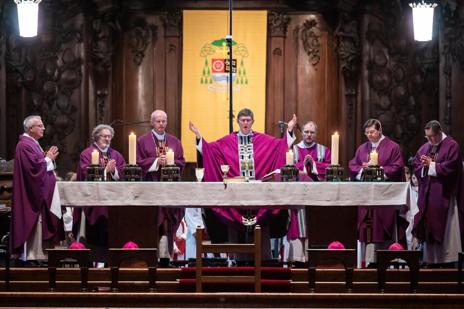 Kardinal Rainer Maria Woelki (65, M.) während eines Gottesdienstes im Kölner Dom.