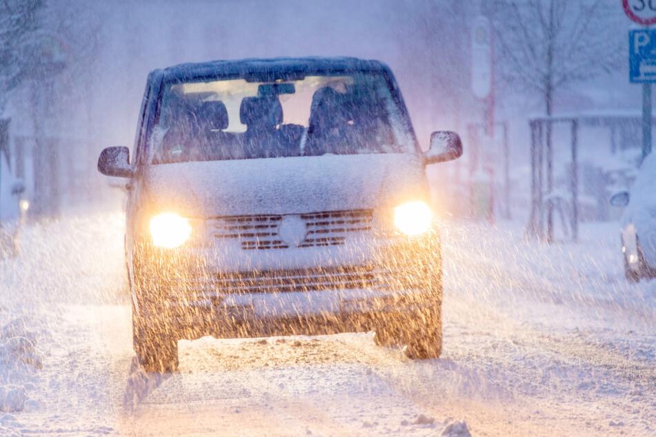 In NRW müssen sich die Menschen am Montag weiter auf heftige Schneefälle und eisige Temperaturen einstellen.
