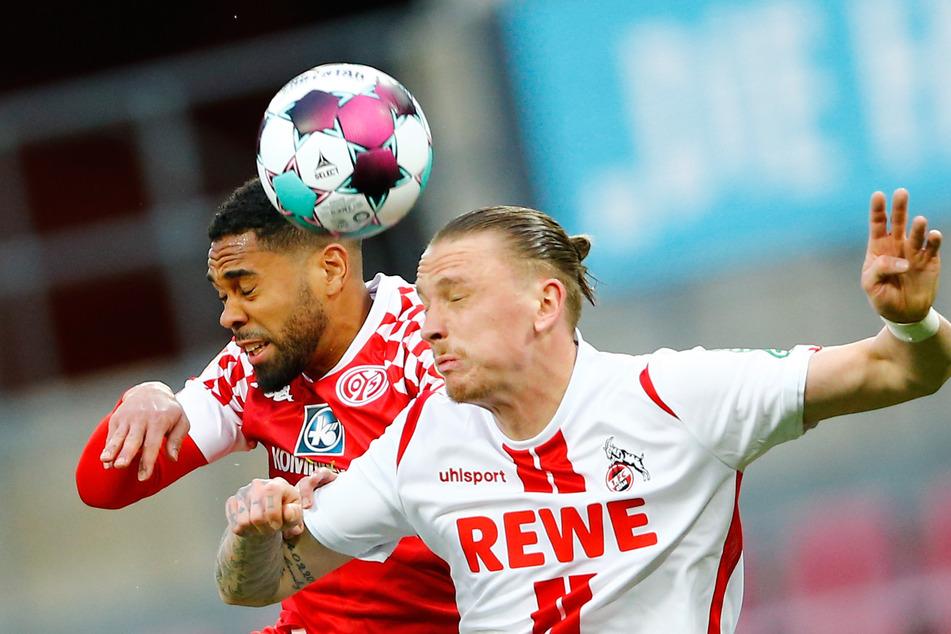Marius Wolf (v.) vom 1. FC Köln und Phillipp Mwene vom 1. FSV Mainz 05 im Kopfballduell.