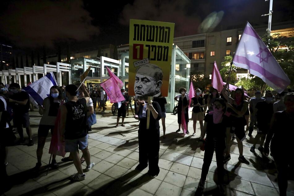 In Israel wird zurzeit viel demonstriert, vor allem gegen den Ministerpräsidenten Benjamin Netanjahu, aber auch gegen das Corona-Krisenmanagement der Regierung.