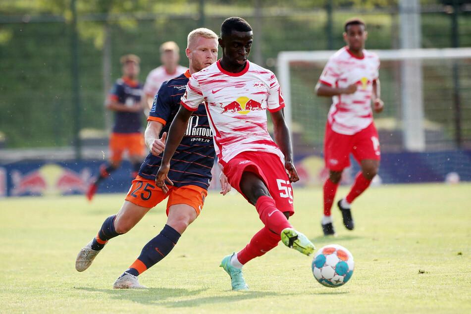 U19-Youngster Solomon Bonnah (vorn) konnte sich durch einige souveräne Abwehraktionen auszeichnen.