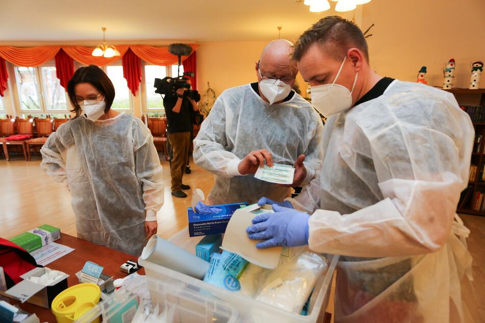 In Halberstadt wurde bereits am Samstag mit dem Impfen begonnen. Einen Tag vor dem offiziellen Start.