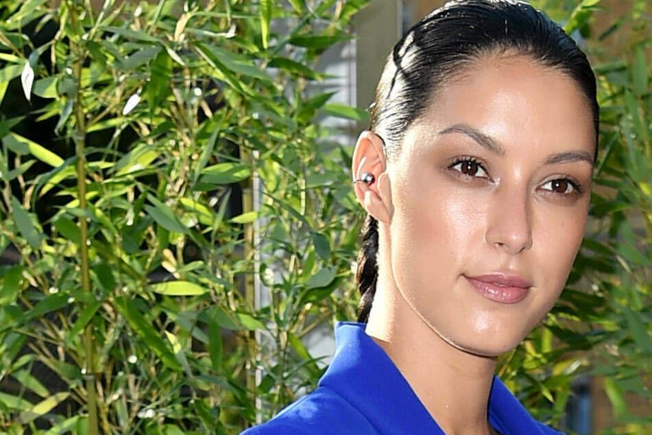 Fan fragt Rebecca Mir, ob ihr Baby schon auf der Welt sei: Antwort des Models ist genial