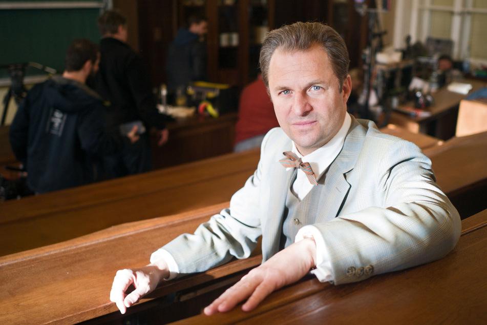 """Philipp Hochmair (47) in """"Charité"""" als österreichisch-deutscher Gerichtsmediziner Otto Prokop (1921-2009)."""