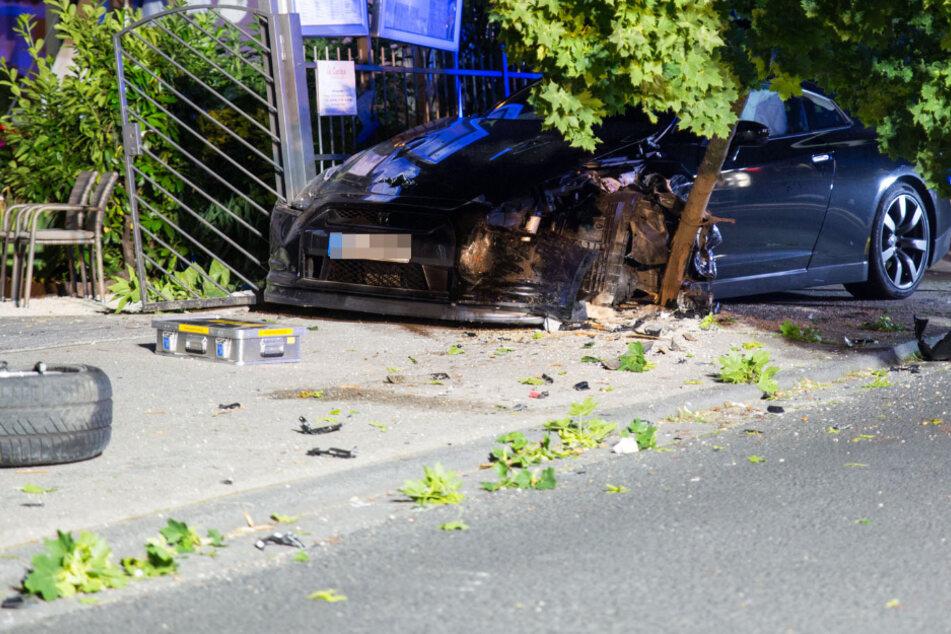 Unbeteiligte Frau bei illegalem Autorennen verletzt: Täter flüchten