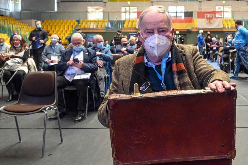 Alexander Gauland (80), Vorsitzender der AfD-Fraktion im Bundestag, nimmt in der Brandenburg-Halle am Landesparteitag der AfD Brandenburg teil.