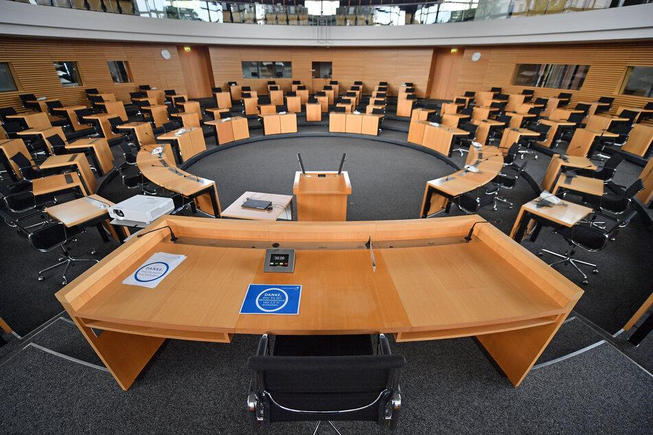Der leere Plenarsaal im Thüringer Landtag in Erfurt. Am Freitag wurde bekannt, das es in diesem Jahr keine Landtagswahl geben wird.