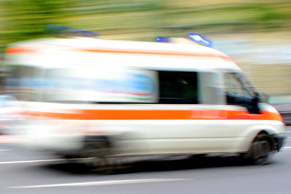 Helfer eines Rettungsdienstes konnten den Mann nicht mehr retten. (Symbolbild)