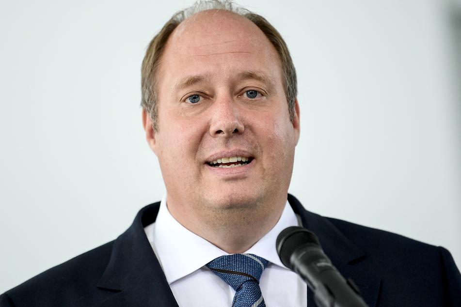 Kanzleramtsminister Helge Braun verteidigt das von vielen Bundesländern beschlossene Beherbergungsverbot zur Eindämmung des Coronavirus.