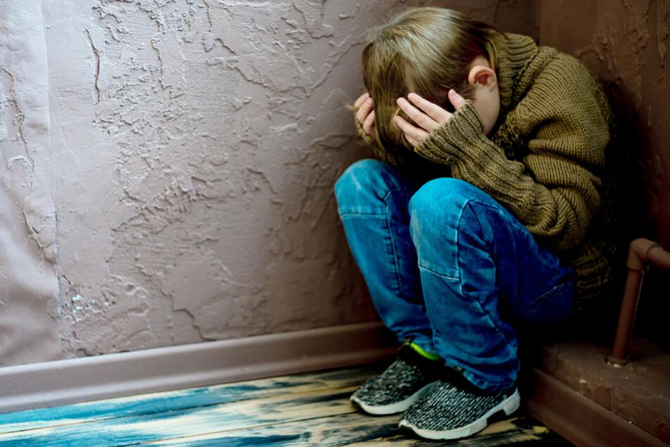 Mehr als 3340 Kinder und Jugendliche sind im vergangenen Jahr in Bayern in Obhut genommen worden. (Symbolbild)