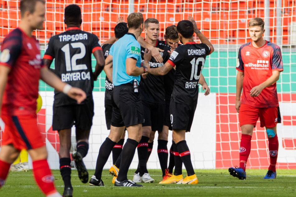 Leverkusens ehemaliger Kapitän Lars Bender (31, M) feiert sein Tor zum 1:0 gegen Eintracht Norderstedt.