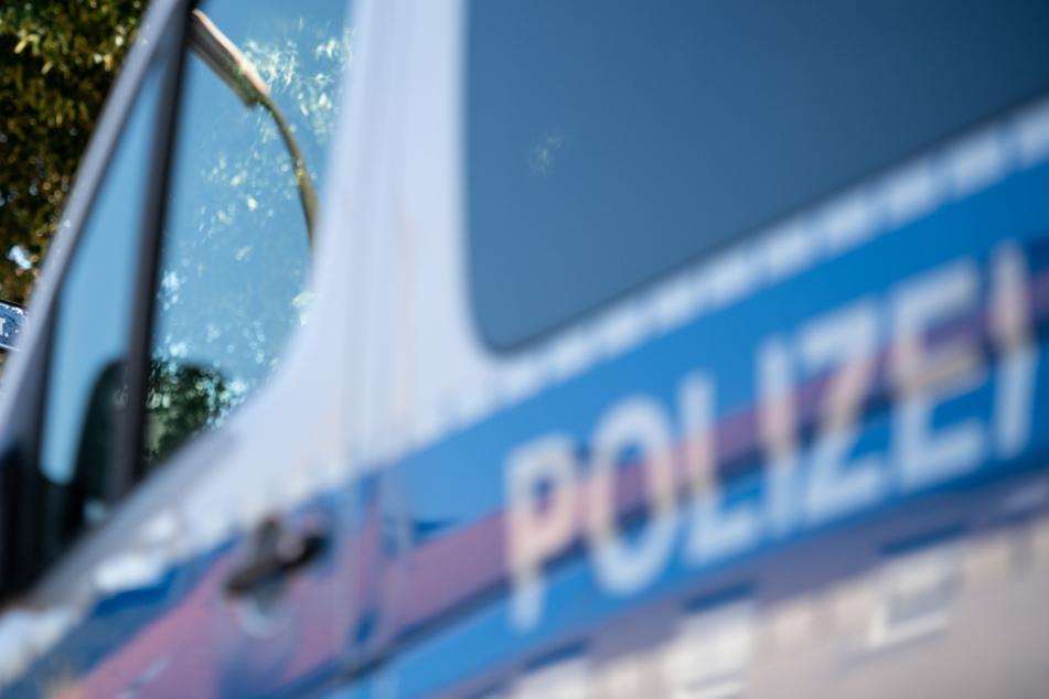 Männer treten und schlagen 30-Jährigen: Polizei sucht Zeugen