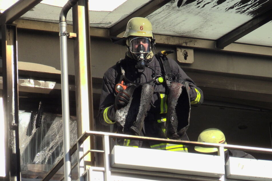 Nach Balkonbrand: Feuerwehr findet verdächtige Gegenstände