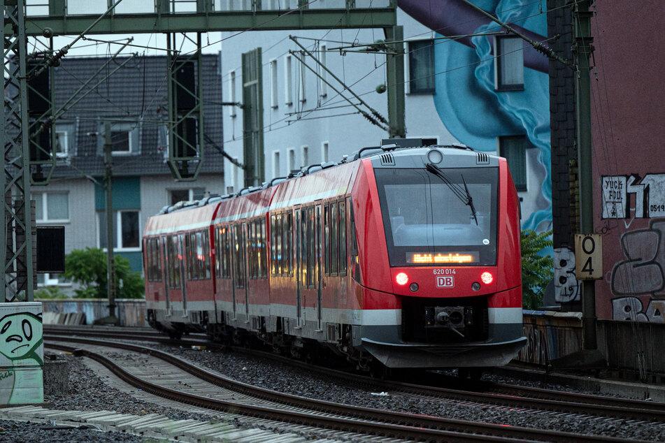 Nach Angaben der Deutschen Bahn fahren zahlreiche S-Bahn- und Regionallinien aufgrund von Streckensperrungen aktuell nicht oder nur eingeschränkt.